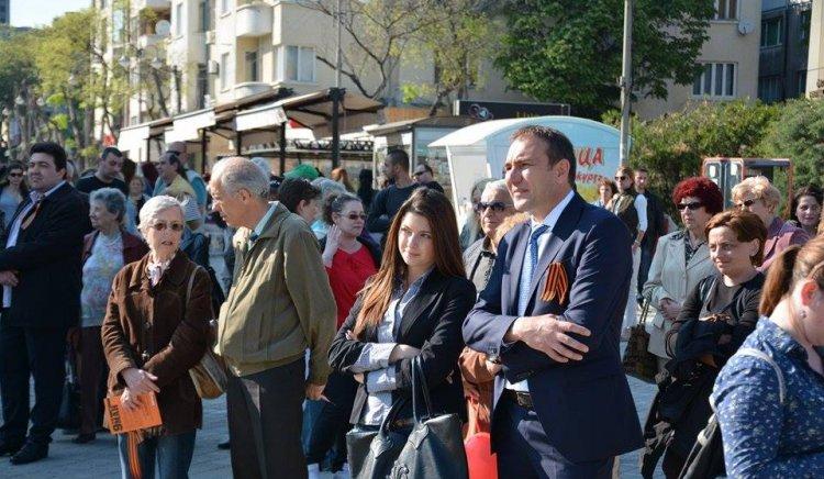 В Деня на победата варненци сложиха Георгиевски ленти
